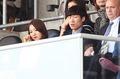 한국 오만전 관람하는 박지성-김민지 부부