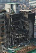 옆 건물까지 옮겨 붙은 의정부 화재 현장