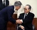 김종필 전 총리 만난 문재인 대표