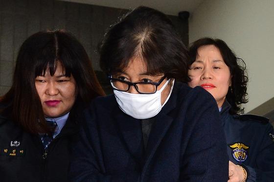특검, 최순실 관련자 무더기 재산조회 요청…'재산추적' 본격화