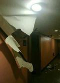 강력한 지진에 무너져내린 듯한 건물 외벽
