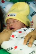 정유년 '붉은 닭'의 기운 받고 태어난 첫 아기