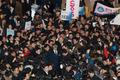반기문 전철귀가 아수라장…넘어지고 치이고 경찰도 출동