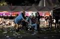 [사진] 라스베이거스 총격사건…대피하는 휠체어 시민