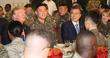 한·미 연합군 장병들과 식사하는 문재인·트럼프 대통령