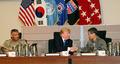 정경두 합참의장과 악수하는 트럼프 美 대통령
