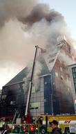 제천 스포츠센터 건물서 불...옥상 20여명 고립