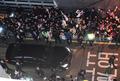 박근혜 차량 환영하는 지지자들