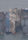 반잠수식 선박 이동 대기하는 세월호