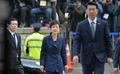 삼엄한 경비 속 '55걸음'…긴장한 朴 전 대통령 '침묵'