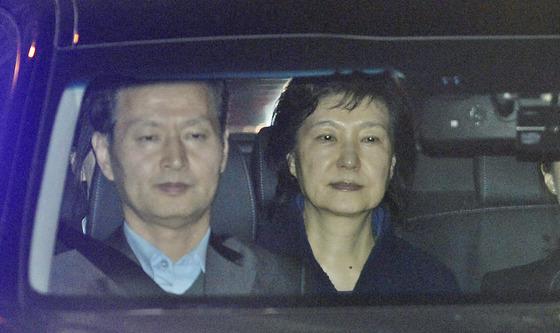朴 전 대통령 '구속'…法