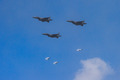 폭탄 투하하는 F-15
