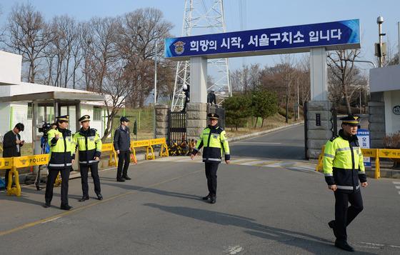檢, 구속 4일만 박근혜 전 대통령 첫 구치소 조사
