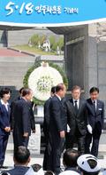 5.18 헌화 마친 문재인 대통령