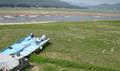 가뭄으로 갈 곳 잃은 동력보트들