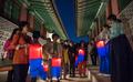 여름밤, 경복궁 즐기는 시민들