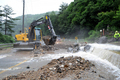 폭우에 절개지 붕괴...도로 덮친 토사