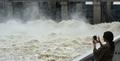 수문 연 팔당댐...폭우로 흙탕물 콸콸콸