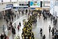 열차 밖으로 나온 KTX 승무원들 '11년만의 파업'