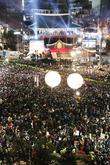 '무술년(戊戌年) 첫째날, 보신각에 모인 시민들'