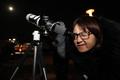 '천체망원경으로 슈퍼문 보기'