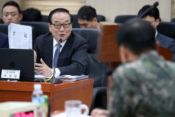 [국감] 제3야전군사령부 국감 질의하는 서청원 의원