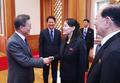 김여정 노동당 제1부부장과 인사 나누는 문재인 대통령