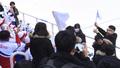북한 응원단 앞에선 김정은 닮은꼴