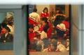 설날아침 떡국 맛보는 북한 응원단