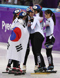 눈물 흘리는 여자 쇼트트랙 대표팀 '감격의 금메달'