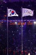 평창올림픽 개회식장에 펄럭이는 태극기와 오륜기