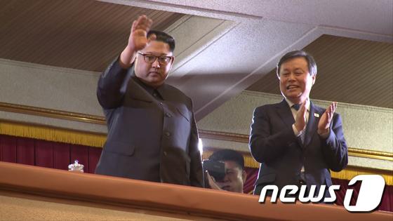 北김정은 '남측예술단 평양 공연 관람'