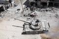 [사진] 폐허의 반군지역으로 진입하는 시리아 정부군
