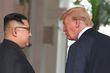 [사진] 환한 얼굴로 대화하는 김정은과 트럼프