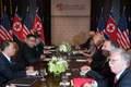 [사진] 단독 이어 확대정상회담하는 트럼프와 김정은