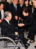 김종필 전 총리 별세...박근혜 전 대통령과 악수