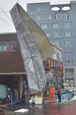'태풍 솔릭의 강한 바람에 떨어진 지붕'