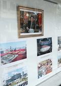 베트남 北대사관 외벽에 걸려있는 김정은 위원장 사진