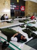로텐더홀에서 아침을 맞이하는 한국당