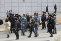 정상회담장에 모인 취재진 이동시키는 러시아 경찰 특공대