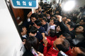 문 두드리는 자유한국당