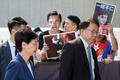 [사진] 람 행정장관에게 항의하는 홍콩 시민들