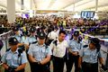 [사진] 홍콩 공항서 경비서는 경찰들