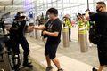 [사진] 공항 점거 시위대와 실랑이하는 홍콩 경찰