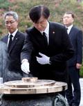 조국 장관, 국립서울현충원 참배