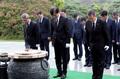 조국 장관, 국무회의 참석 앞두고 현충원 참배
