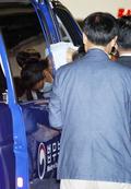 호송차에서 내리는 박근혜 전 대통령
