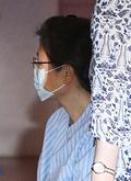 마스크와 안경 쓴 박근혜 전 대통령