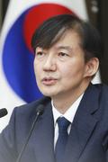 조국, 딸 장학금 불법수령 의혹 '전면부인'