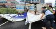 태풍 '링링'에 떨어진 간판 치우는 해경과 주민